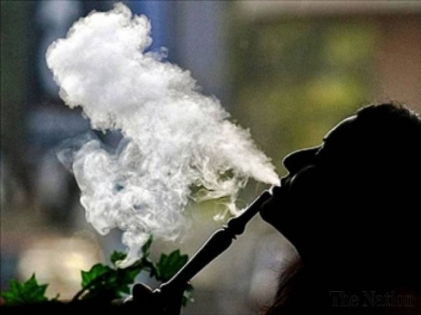 muslim-forbidden-from-smoking-shisha-600x449